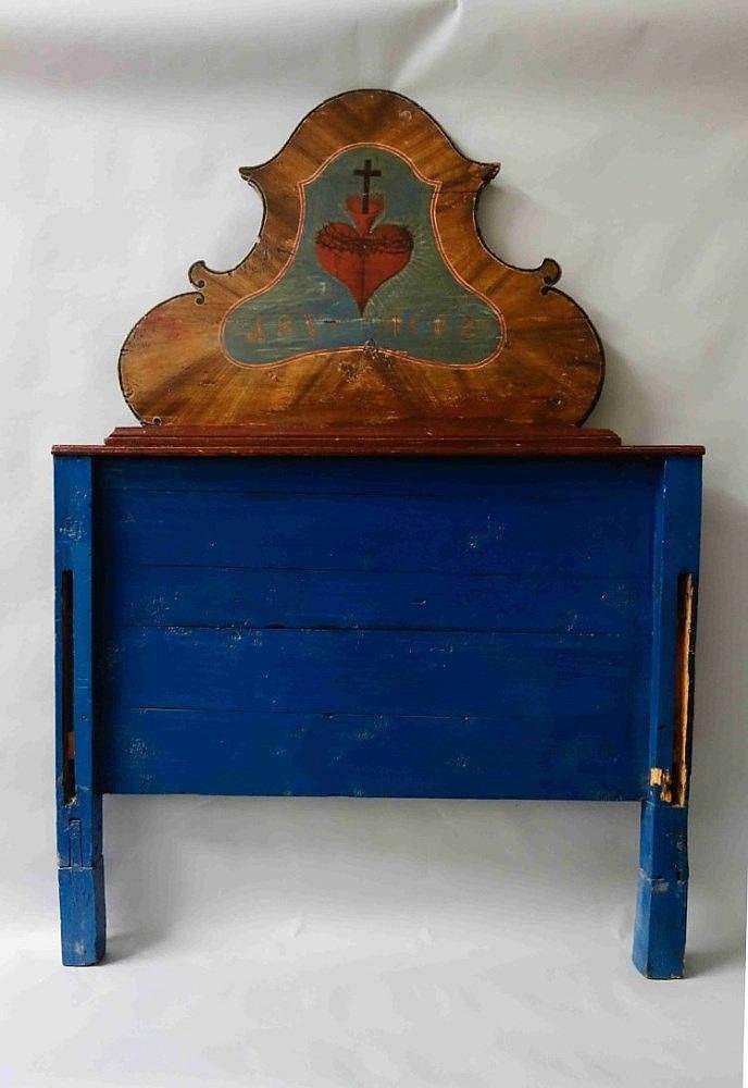 FORET NOIRE BOIS de LIT en bois laqué bleu d