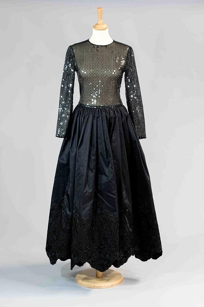 nina ricci haute couture circa 1980 robe longue du soir co. Black Bedroom Furniture Sets. Home Design Ideas