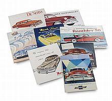 Sammlung mit 17 Werbeprospekten der US-amerikanischen Automobilfirmen De Soto, Nash und Chevrolet aus den 1930er-50er Jahren in deutscher, französischer, niederländischer und englischer Sprache. 4°/quer-4° - Folio.