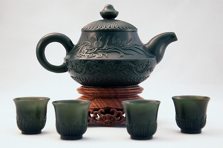 FINE SPINACH JADE OF MUGHAL-STYLE TEAPOT SET