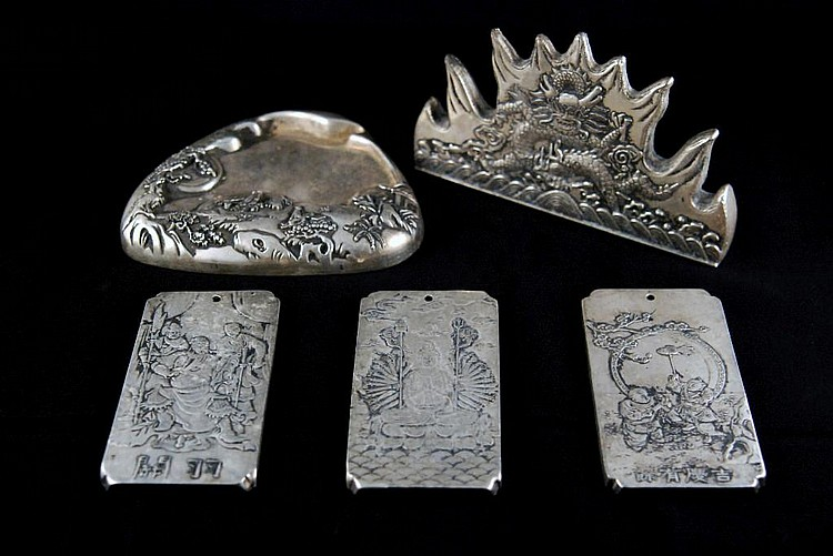 A GROUP OF FIVE VINTAGE CHINESE SILVER ITEMS