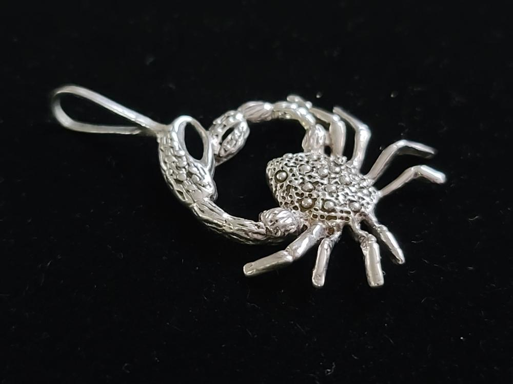 Sterling Silver Crab Pendant LOT 670