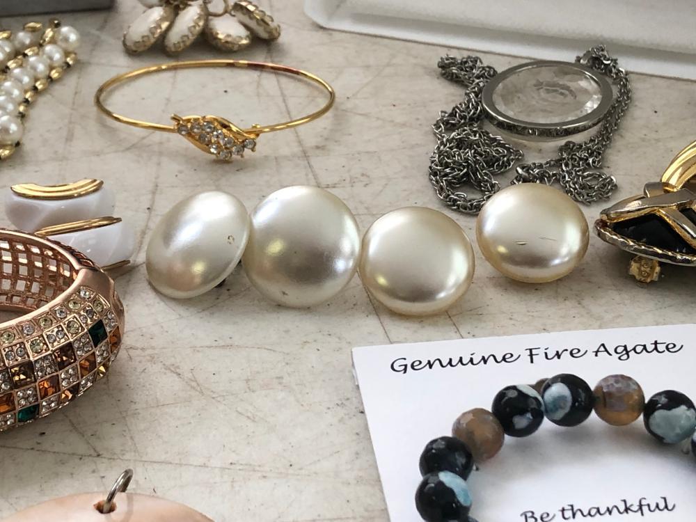 Assorted Costume Jewelry LOT 319