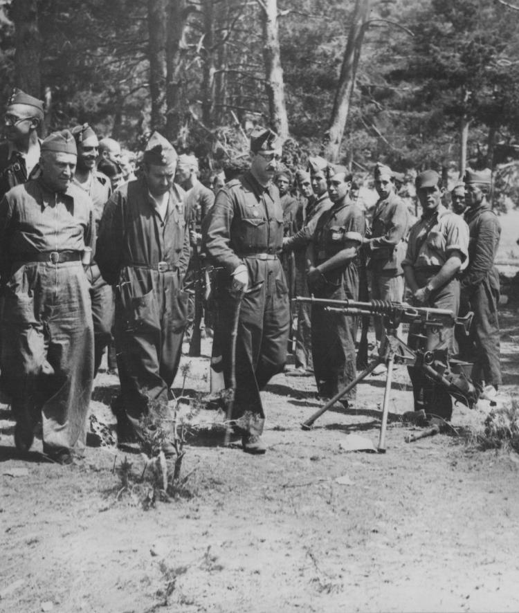 Juan Pando (1915-1992) Largo Caballero visitando el frente de Peguerino, 1936