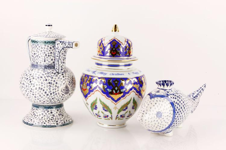 Porcelain Presentation Objects