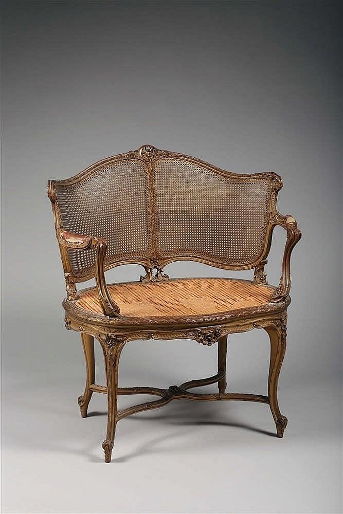 marquise de forme chantourn e en bois finement sculpt e et d. Black Bedroom Furniture Sets. Home Design Ideas
