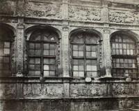 BISSON FRERES [Louis-Auguste, (1814-1874) & Auguste-Rosalie, 1826-1900) BISSON].Galerie François 1er (Hôtel du Bourgtheroulde), Rouen, vers 1860.Épreuve d'époque sur papier albuminé, à partir d'un négatif verre.Signature en rouge sur le montage en