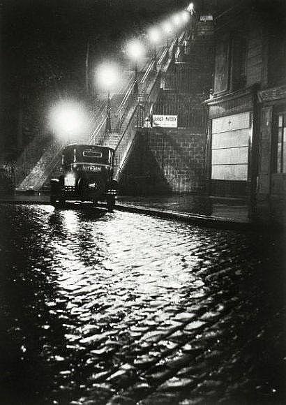 Willy Ronis (1910-2009) Rue Muller. Paris, 1934.