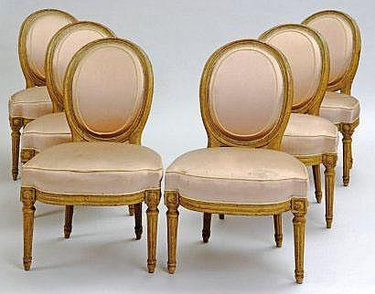 Suite de six chaises en noyer moulur et relaqu gris vert for Chaise medaillon solde