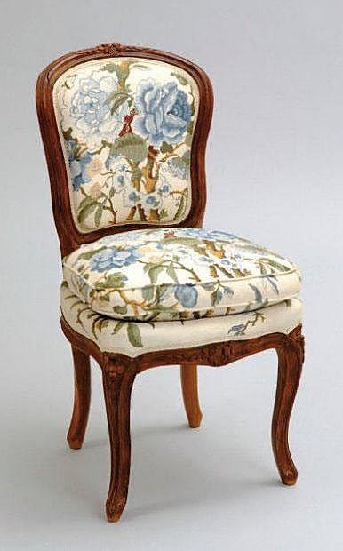 Petite chaise d 39 alc ve ou de salon de musique dossier cabr for Petite chaise en osier