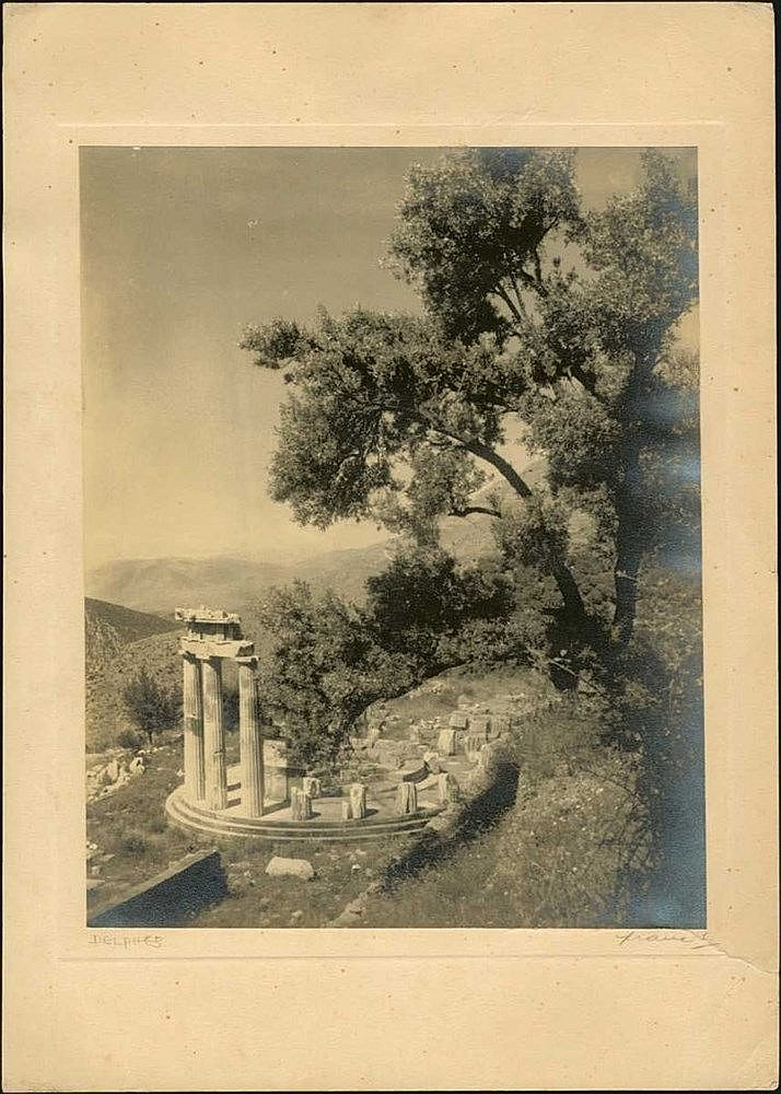 (1949) Large b/w photo of Delphi, on carton paper, signed (Frantzis ?). Size: 19.5 cm x 25 cm.