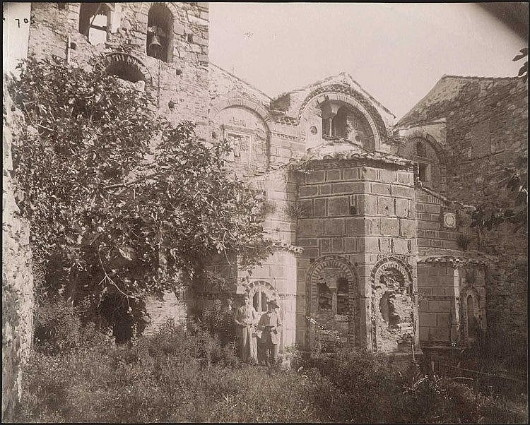 MYSTRAS, Metropolis. Rare early albumen photo c.1880. Photo dim.21.5x17.5cm.