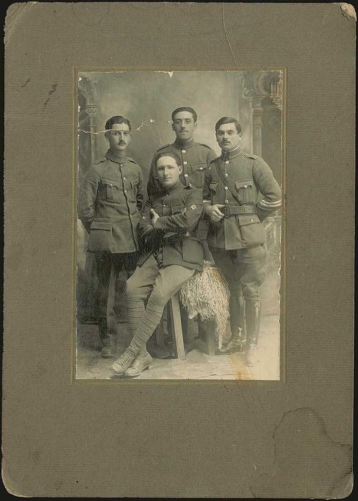 Ενθύμιον Μικράς Ασίας, Σαλιχλί, 10.4.1921. Αναμνηστική φωτογρ. Λοχιων του Ελληνικού Στρατού. Αργυροτυπία σε passe-partout. 17x23cm.