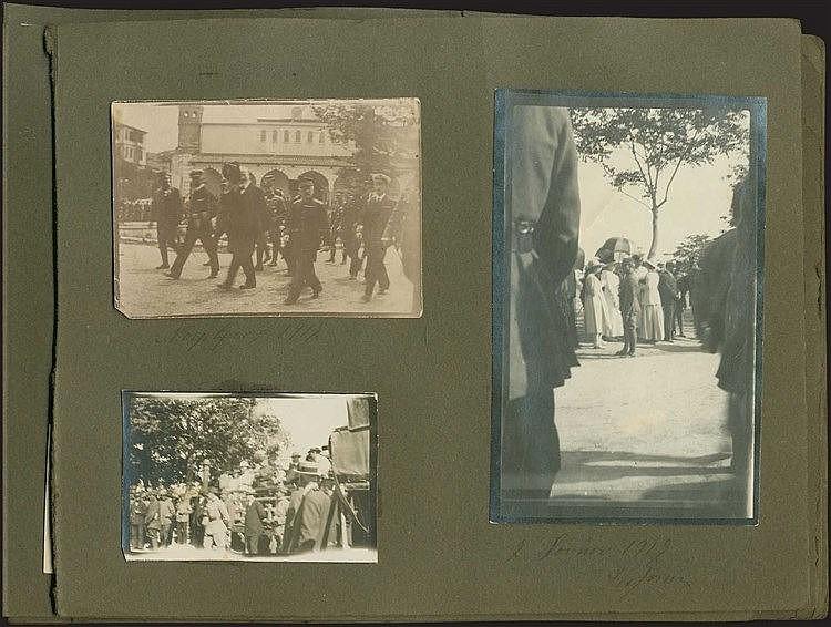 Φωτογραφικό Άλμπουμ 1917-1934 Απόψεις Θεσσαλονίκης, Αθήνας, Ιθάκης, Έδεσσας, Παλατιτσιων, Αγ. Νικολάου. Ανάμεσά τους ξεχωρίζουν 3 πρωτότυπες φωτογραφίες του Ελευθερίου ΒΕΝΙΖΕΛΟΥ μία με χρονολογία 1919 και δύο π.1924. Στη φωτογρ. του 1919 ο Ε. Βενιζέλ