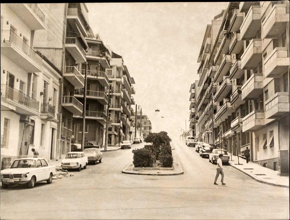 PIRAEUS – ΠΕΙΡΑΙΑΣ, π.1960. 7 φωτογραφίες κτιρίων και δρόμων διαστ. ~22x18εκ... - Greece - ATHENS -