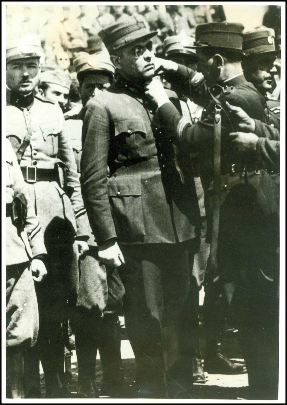 ΚΙΝΗΜΑ ΤΟΥ 1935 - Τραγική στιγμή απόταξης του Ανχη Τσιγάντε, καθώς του... - Greece - PORTRAITS - PERSONALITIES / -