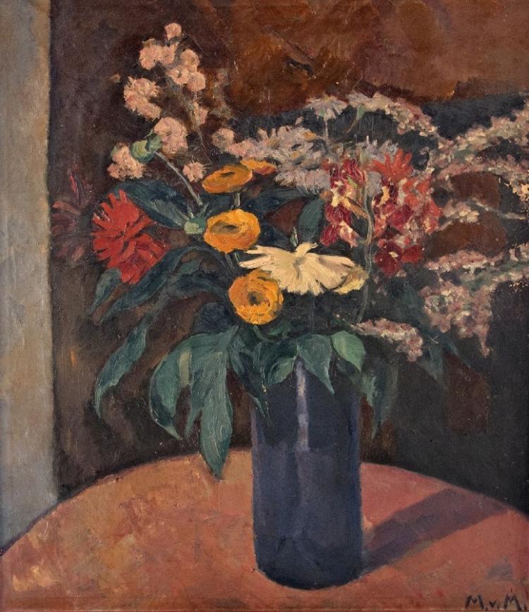 Herbstblumen in blauer Vase