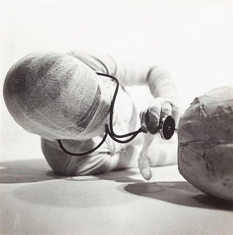 Rudolf Schwarzkogler – Folge von 15 Bll.: Aktion mit seinem eigenen Körper