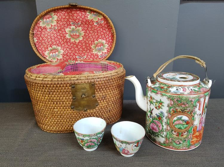 Chinese Export Teapot, 2 cups and Basket