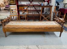 Edwardian Day Bed with Spool Legs & End Supports