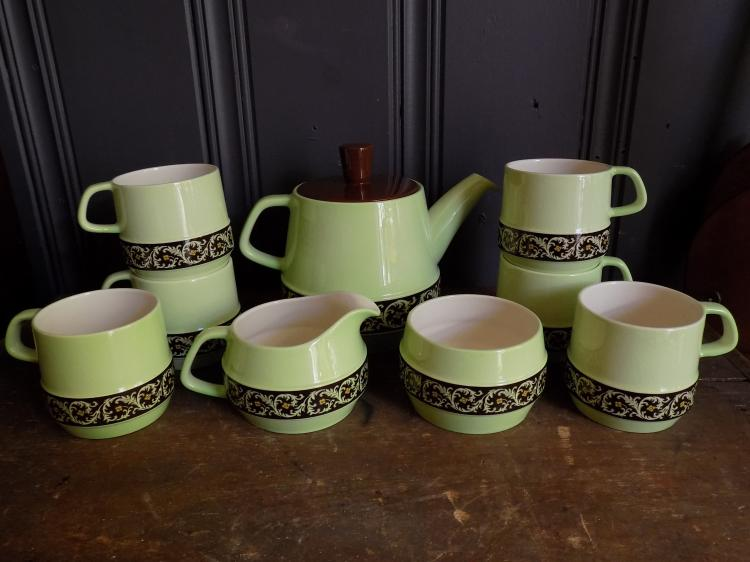 English Carltonware Tea Set for Six, Teapot, Creamer and Sugar, 6 Cups, c.1960's