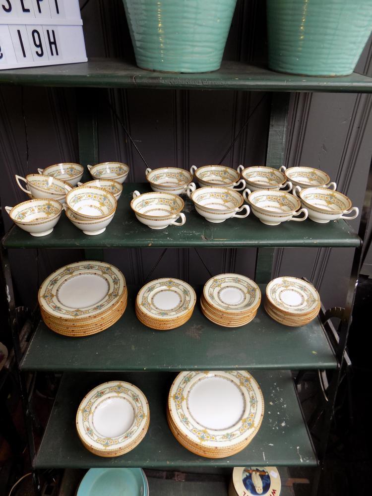 8-Setting Minton's Dinner Set