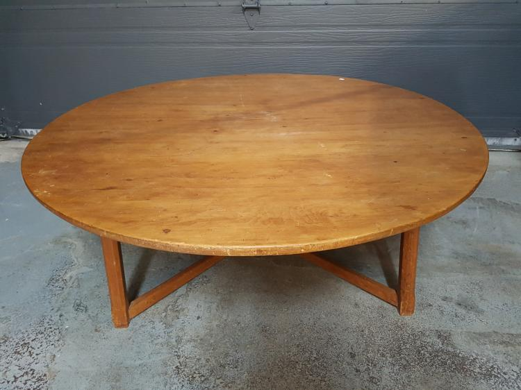 Round pine country coffee table for Round pine coffee table