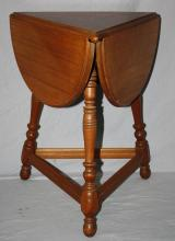 American dropside clover shape side table in mahogany. 23 7/8