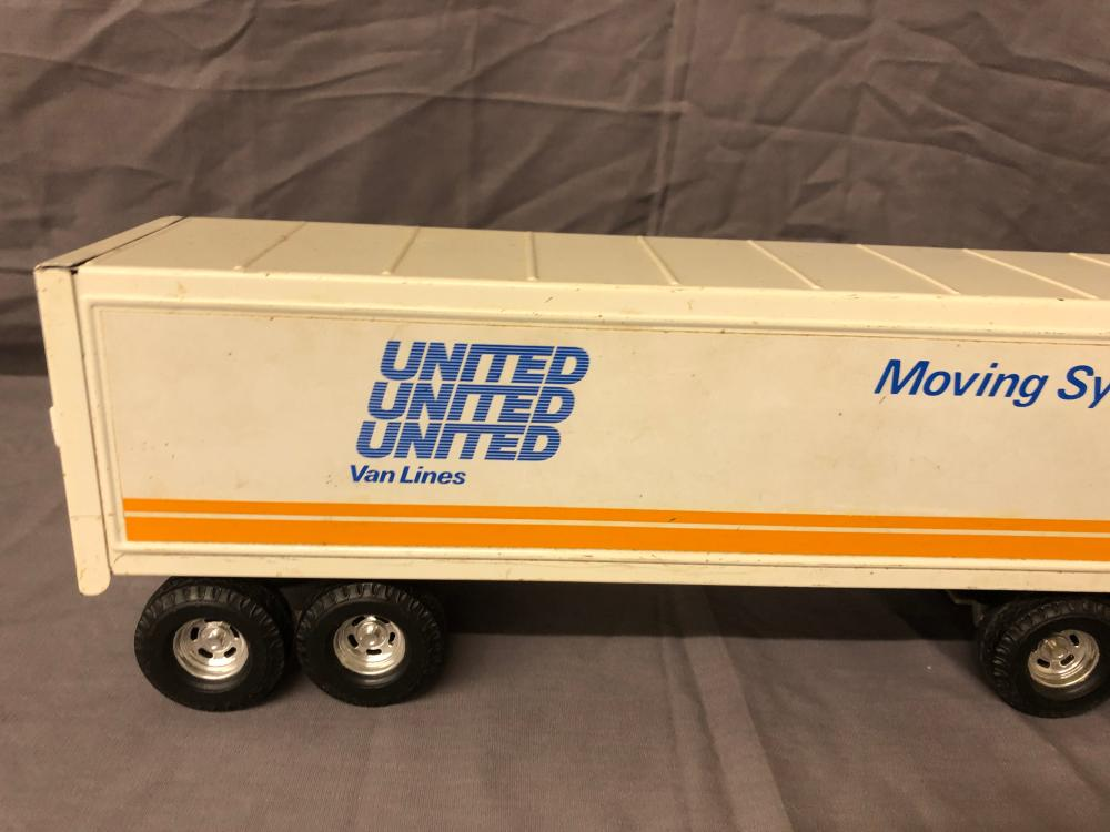 Lot 23: United Van Lines Semi