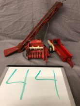 Lot 44: (3) 1/16th Scale Tru-Scale Items