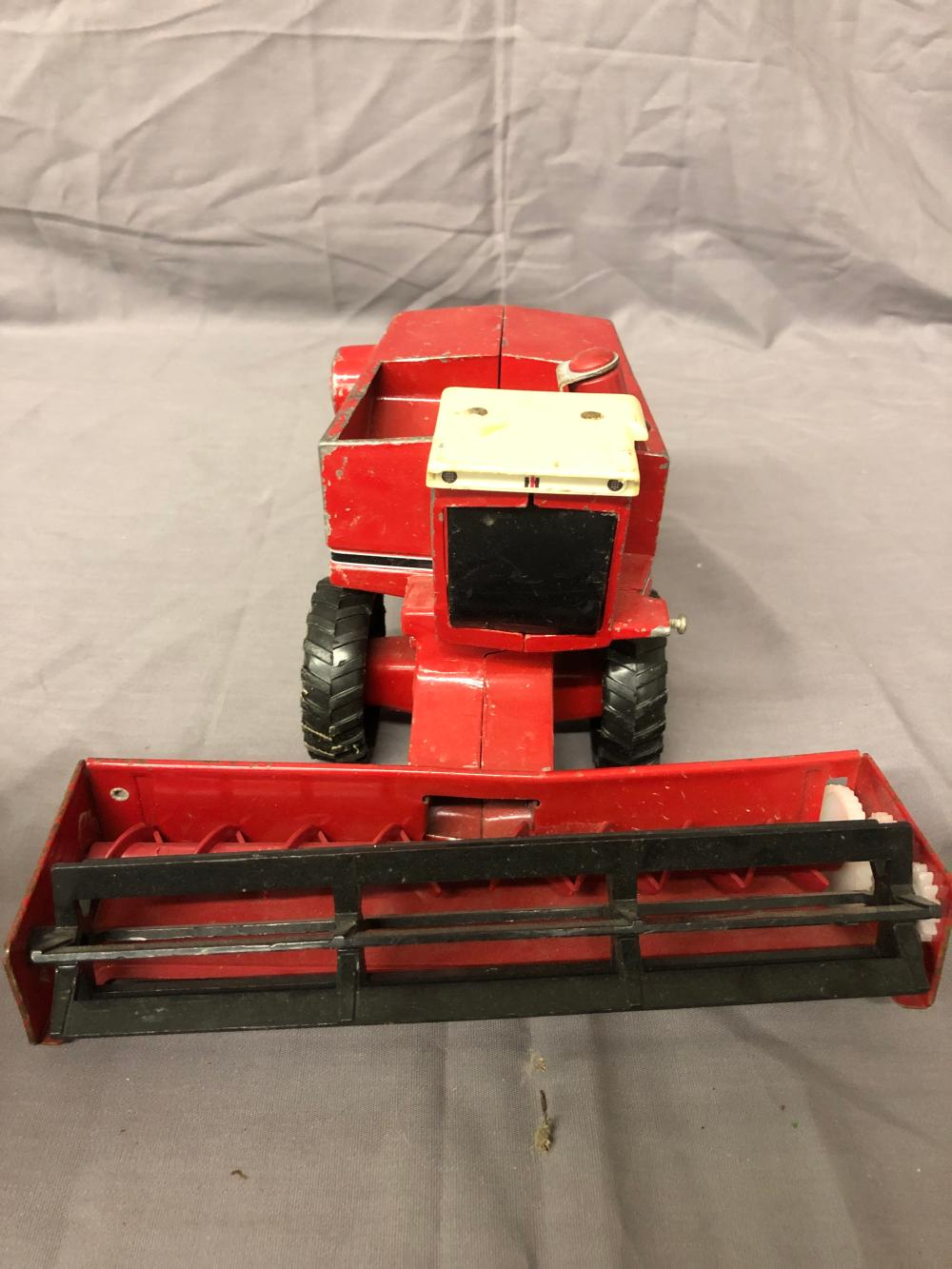 Lot 48: 1/32nd Scale International Harvester Combine