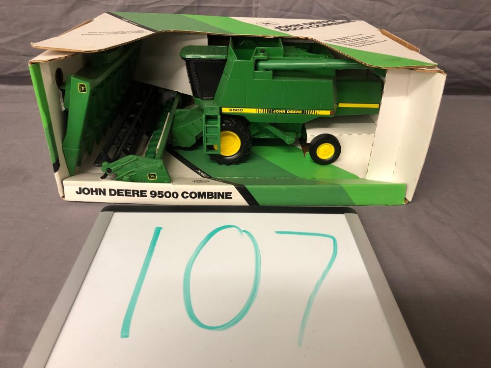 1/28th Scale John Deere 9500 Combine