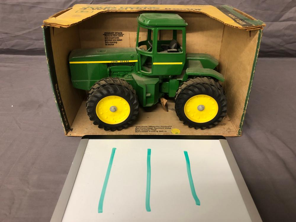 1/16th Scale John Deere 4-Wheel Drive Tractor