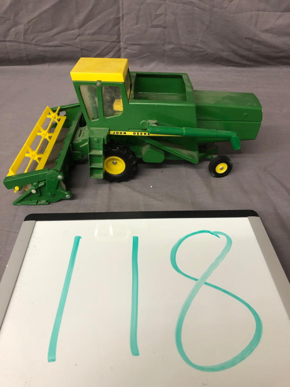1/32nd Scale John Deere 6600 Combine
