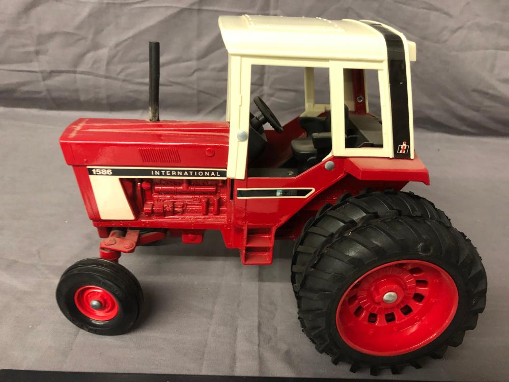 Lot 115: 1/16th Scale International 1586