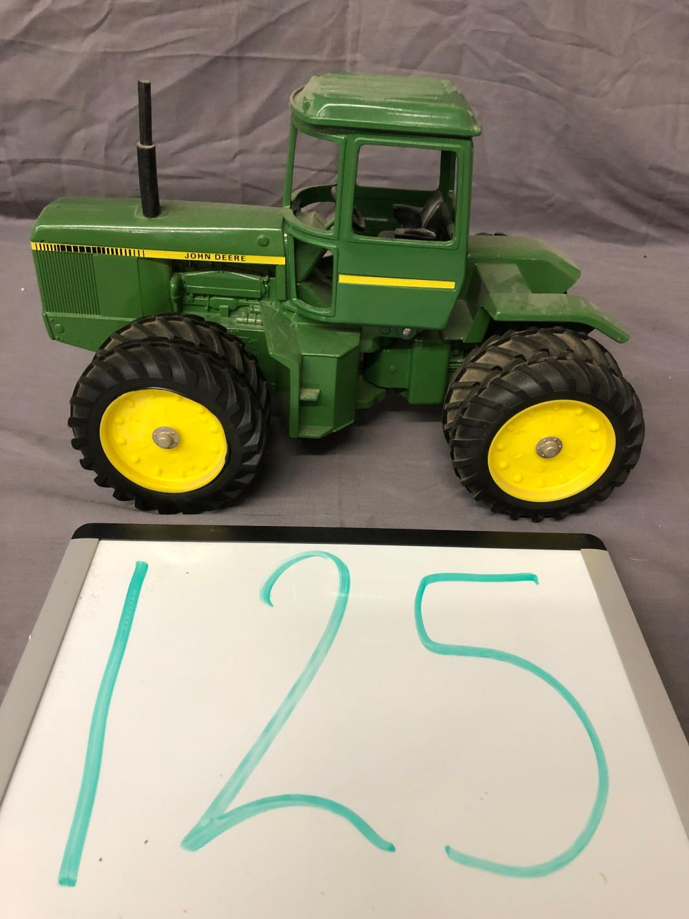 1/16th Scale John Deere 4-Wheel Tractor