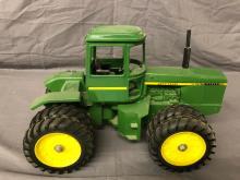 Lot 125: 1/16th Scale John Deere 4-Wheel Tractor