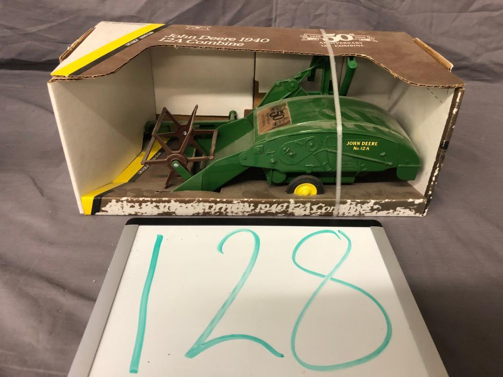 1/16th Scale John Deere 1940 12A Combine