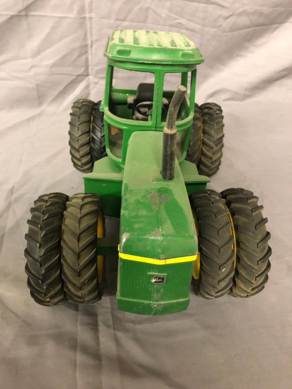 Lot 140: 1/16th Scale John Deere 4-Wheel Drive Tractor