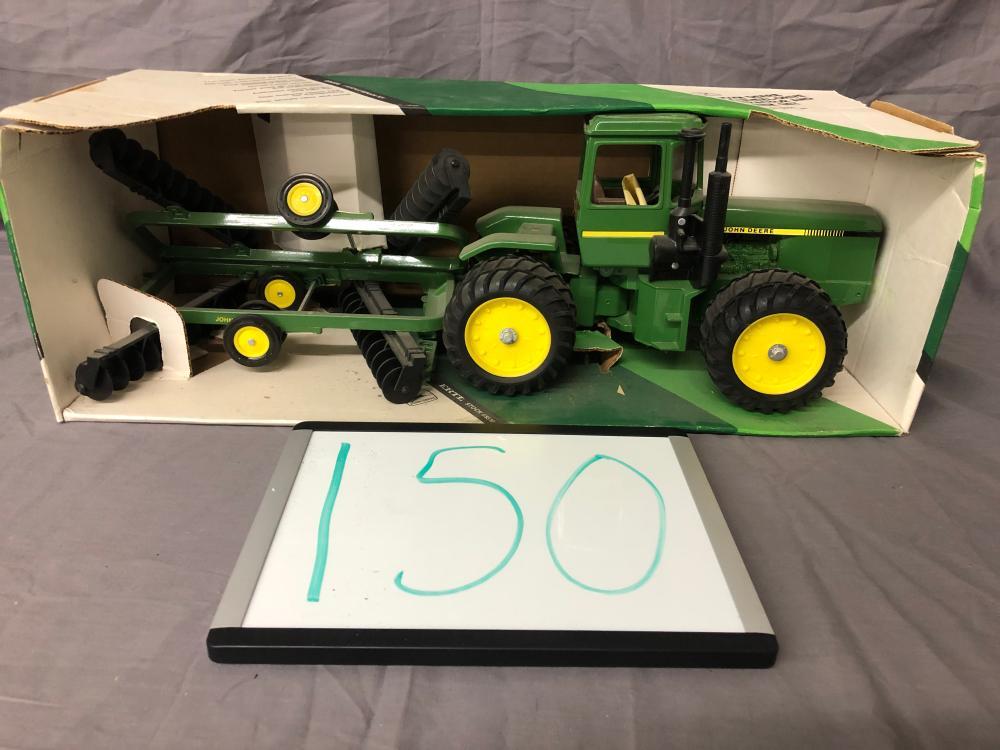 1/16th Scale John Deere 4-Wheel Drive Tractor & Disk Set