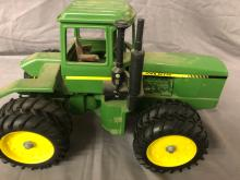 Lot 199: 1/16th Scale John Deere 4-Wheel Drive Tractor