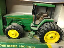 Lot 215: 1/16th Scale John Deere 8400