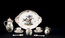 TêTE à TêTE   Composé de deux tasses et leurs sous-tasses, un sucrier, une verseuse, un pot à lait, un plateau ovale et deux cuillères