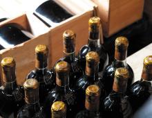 CHÂTEAU D'YQUEM <br> 1908 <br> 12 bouteilles <br> Caisse bois d'origine* <b