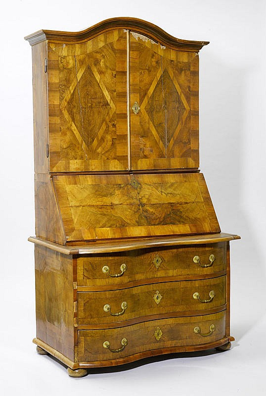 A BAROQUE TROIS-CORPS, Berne, 18th c. Walnut and