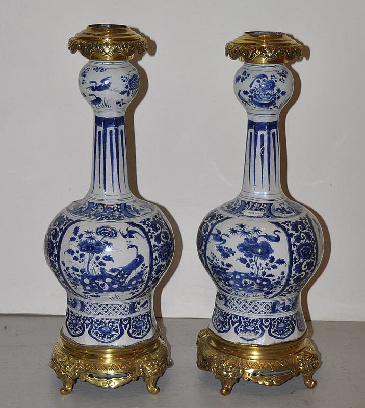 PAIR OF LARGE VASES, Delft, circa 1700. Faience.