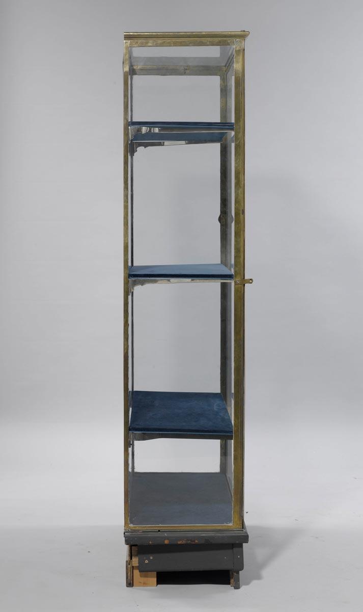 vitrine cabinet. Black Bedroom Furniture Sets. Home Design Ideas
