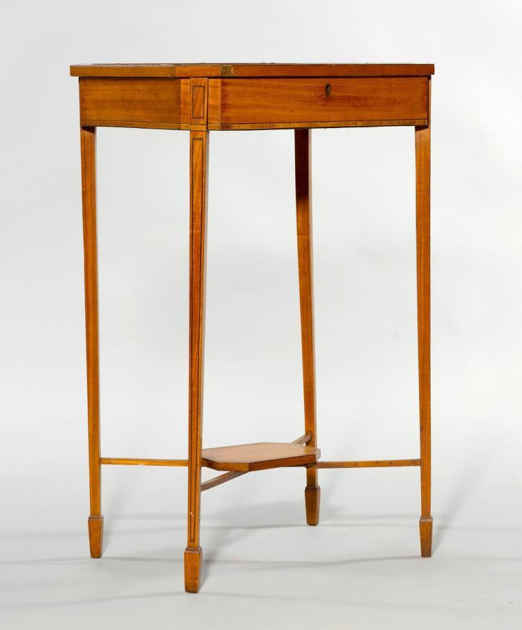 SMALL VITRINE TABLE, -> Table Centrale Vitrine