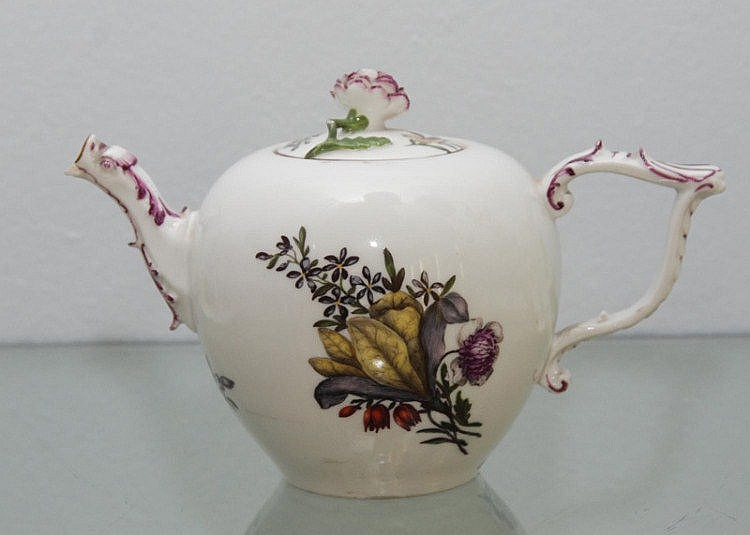 TEAPOT AND COVER, Meissen, circa 1745.Oval shape