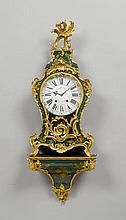 GEFASSTE PENDULE AUF SOCKEL, Louis XV, Paris,